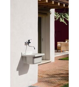 bañera externa hecha de material termoplástico montegrappa onda 47