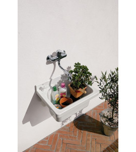 bañera externa hecha de material termoplástico montegrappa onda 62