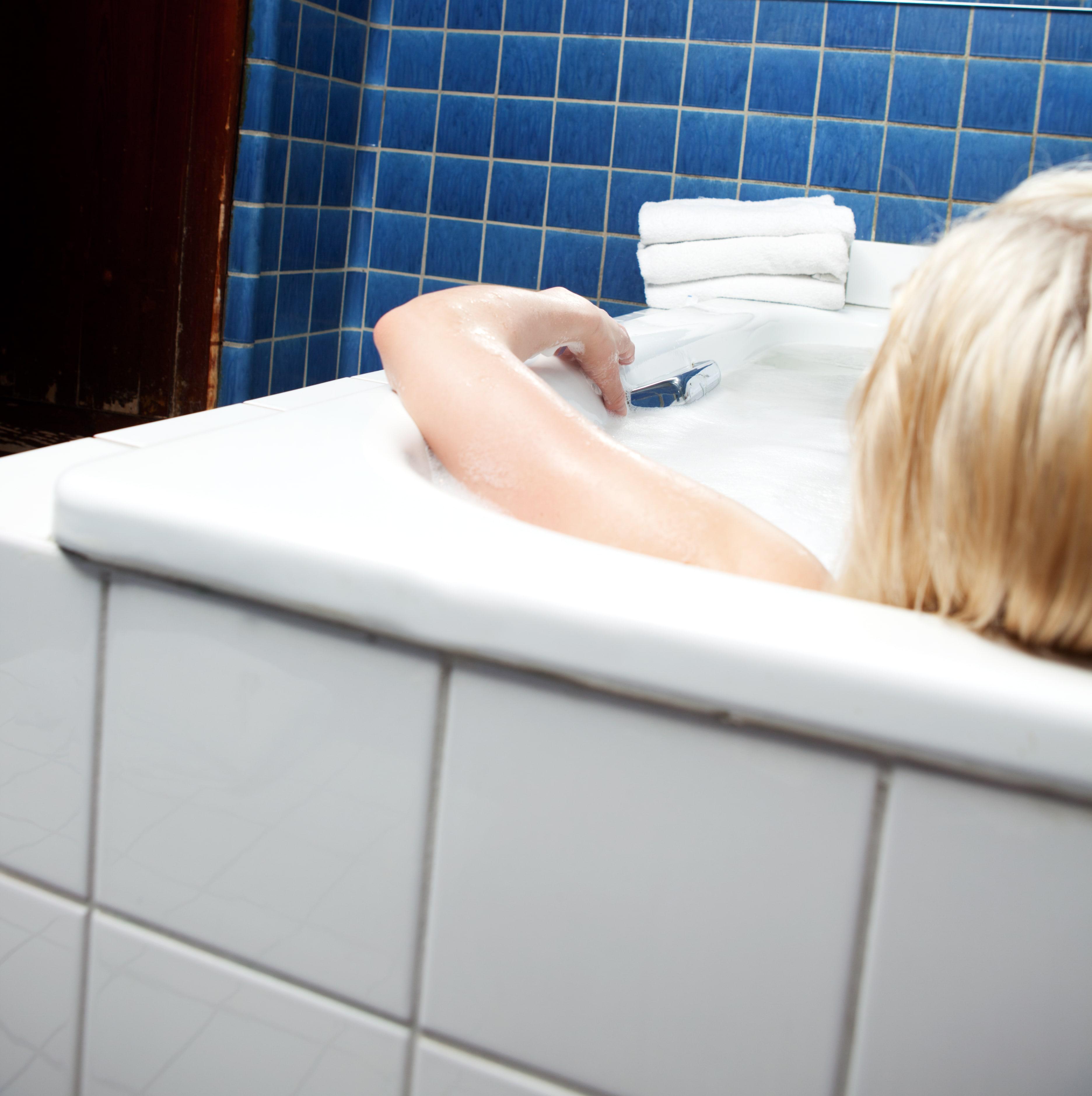 Come pulire la vasca idromassaggio piccoli consigli per - Pulire vasca da bagno ...